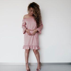 Ik draag maat 34, deze jurk kun je nog makkelijk na de bevalling aan